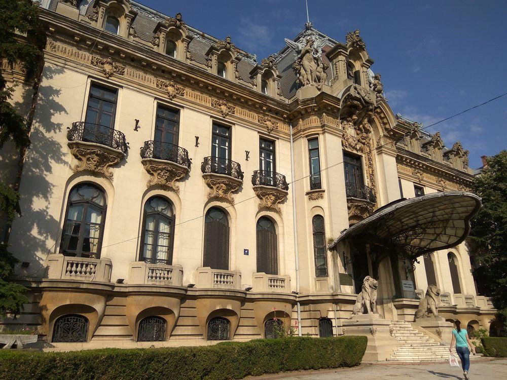 Типова архітектура у Бухаресті. Це, наприклад, музей