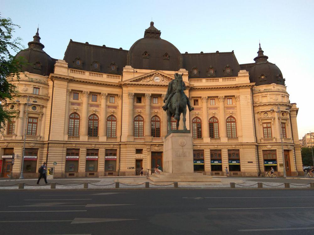 По вечірньому Бухаресті дуже приємно гуляти