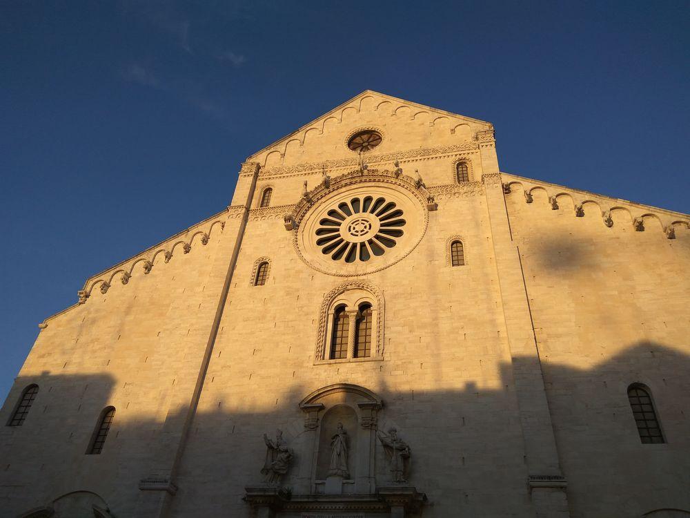 Ще базиліка і вечірнє сонце