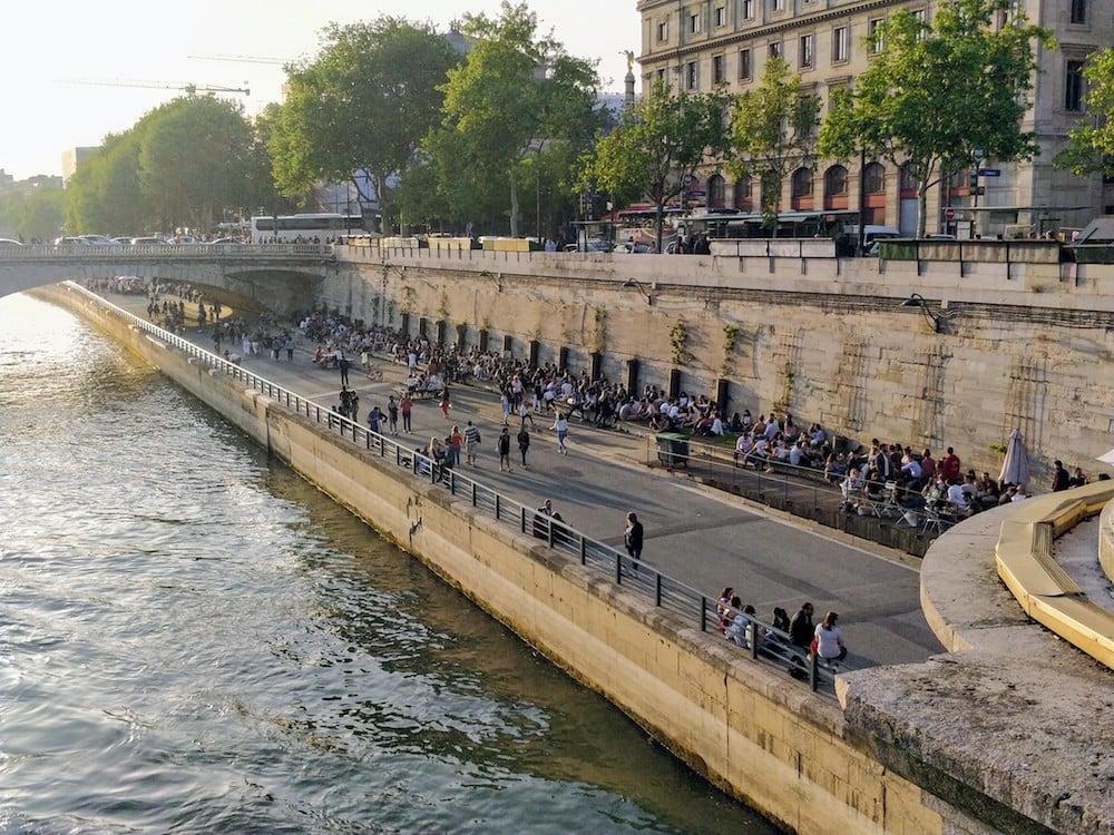 Набережна вздовж Сени