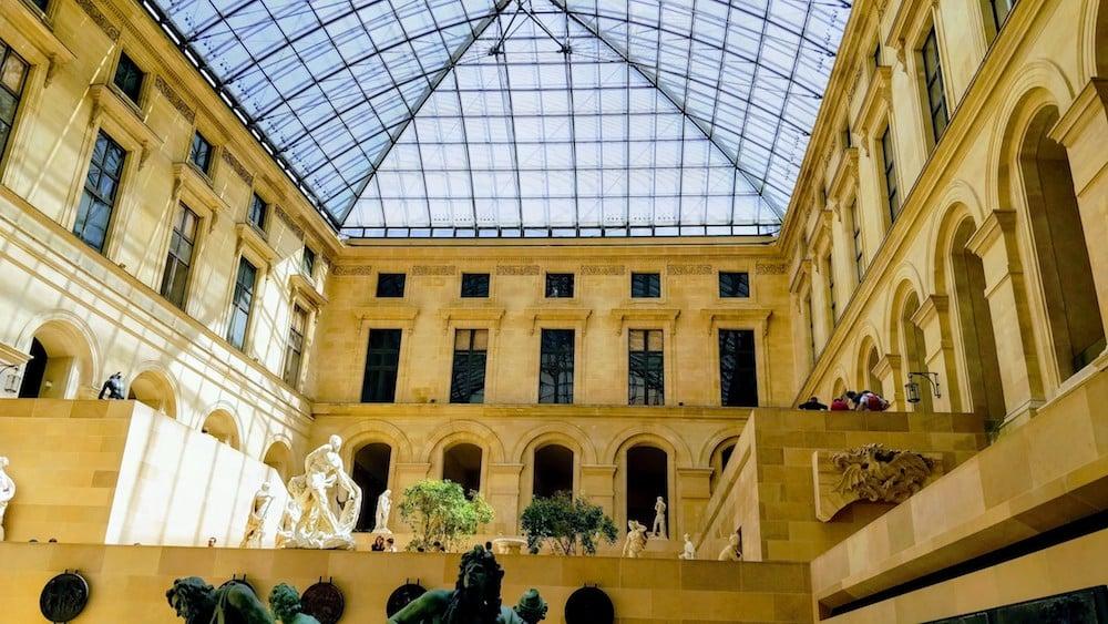 Одна з галерей Лувру