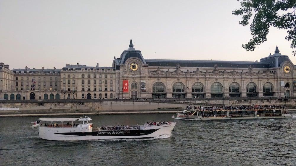 Кораблики у Парижі