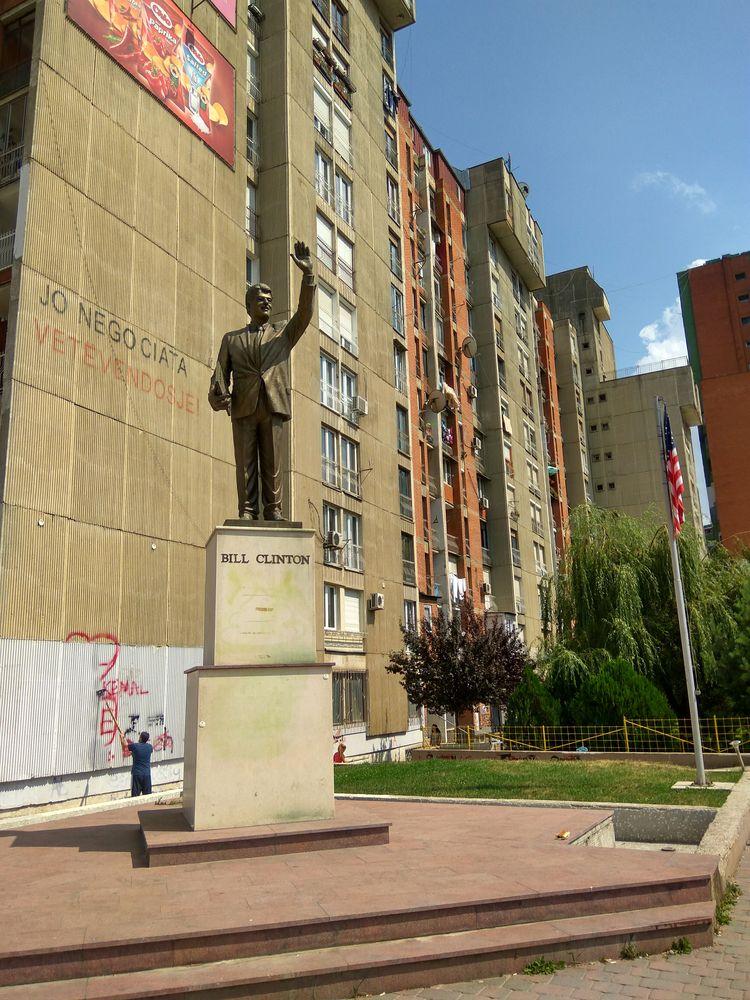 Пам'ятник Біллу Клінтону в Пріштіні