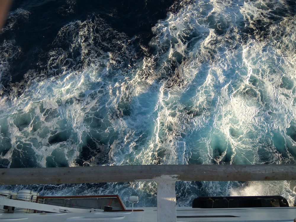 Хвильки на кораблику