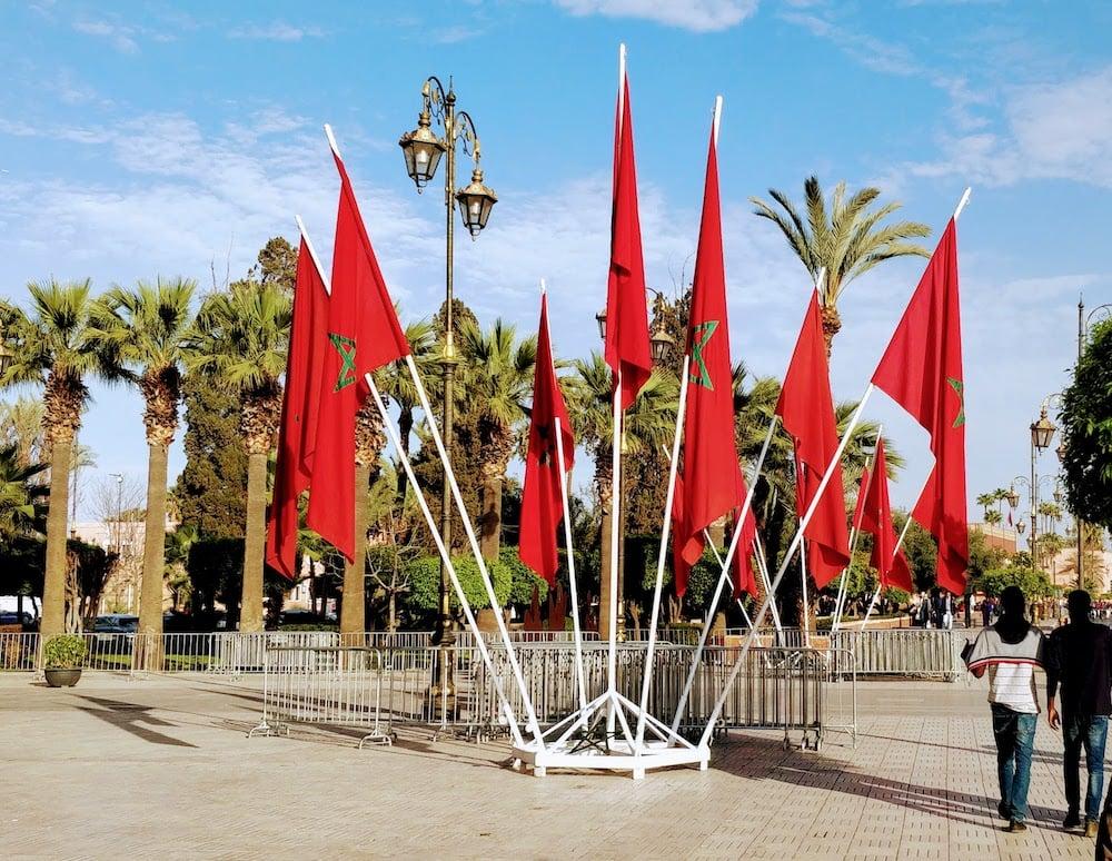 Мароканські прапори на площі